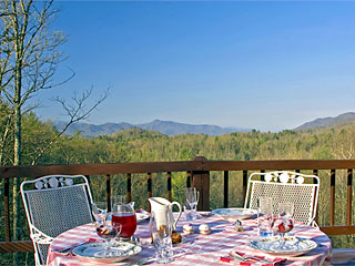 Iron Mountain Inn Bed and Breakfast - Breakfast Outdoors