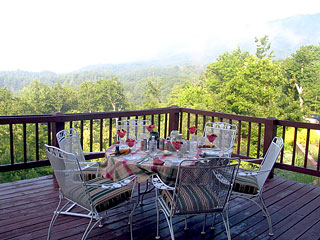 Iron Mountain Inn Bed and Breakfast - Breakfast On The Porch